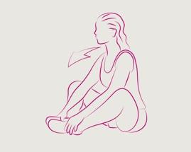 Sedící žena s přitisknutými chodidly provádí cvik na protažení vnitřní strany stehen.